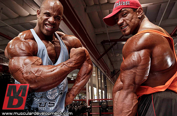 VICTOR-AND-ROELLY-DESTINATION-BIG-ARMS-INS8